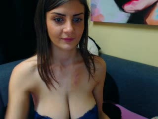webcam porn shows a cutie dildoing her muff