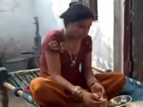 Free amateur Indian porn video with a fat broad boned