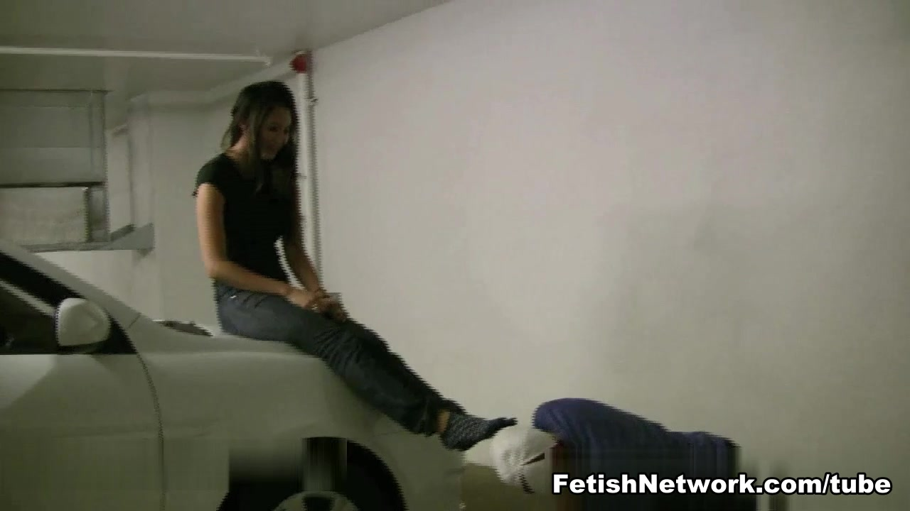 Asian girl gets her feet worshiped