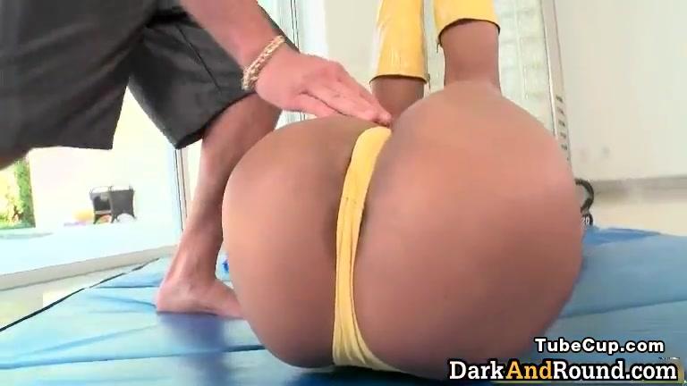 Hot ebony slut sucks stiff cock part4