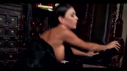 Jessica Jaymes and Taylor Wane - Two mature lesbian bdsm