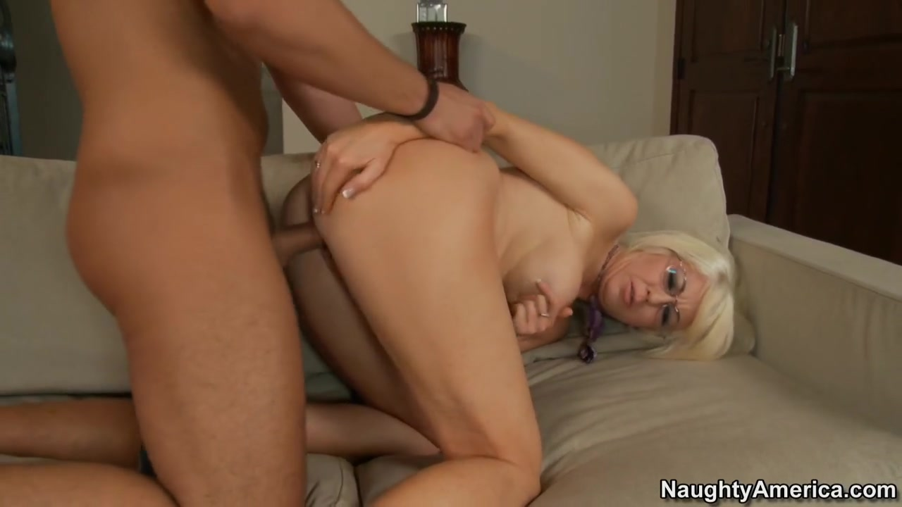 Sindi Star & Rocco Reed in Seduced by a Cougar