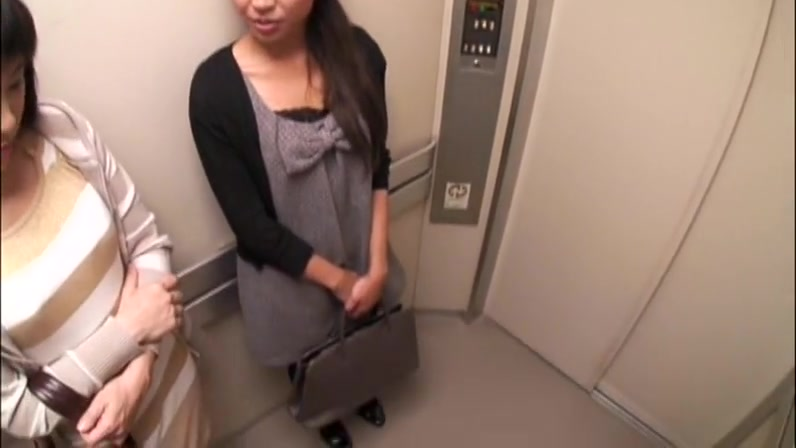 Suddenly, Had Been In The Elevator And Go Erotic Mature Woman