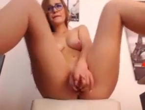 college girl girl fountain squirts on webcam